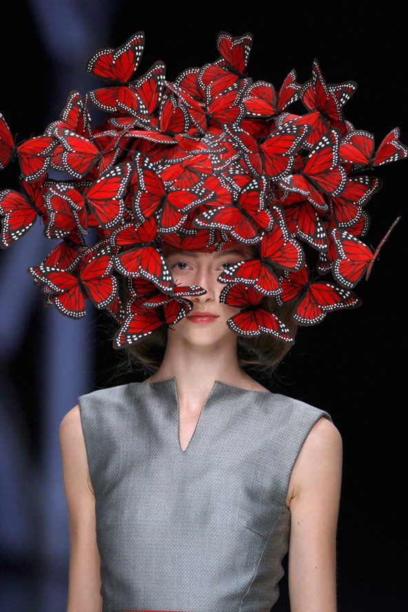 2-Butterfly-headdress-of-hand-painted-turkey-feathers-Vogue-8Oct14-Anthea-Simms_b_592x888
