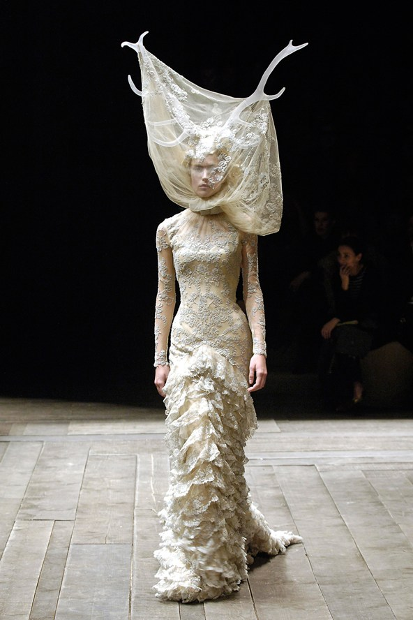 5-Tulle-and-lace-dress-with-veil-and-antlers-Vogue-8Oct14-firstVIEW_b_592x888
