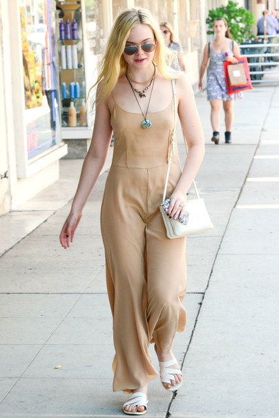 Mandatory Credit: Photo by Beverly News/REX Shutterstock (2146685a) Elle Fanning Elle Fanning out and about, Hollywood, Los Angeles, America - 18 Aug 2013 Elle Fanning enjoyed some lunch accompanied by her mother