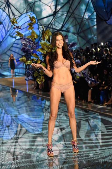 Victorias-Secret-Fashion-Show-2015-Adriana-Lima-1