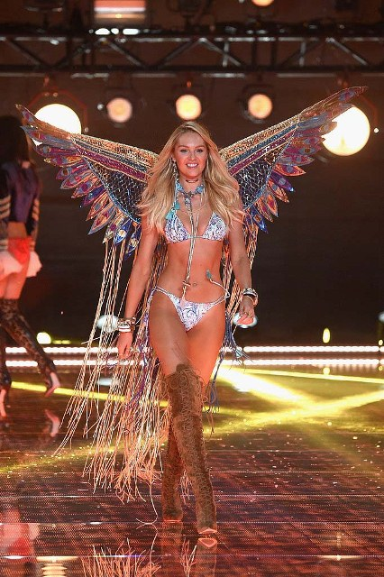 Victorias-Secret-Fashion-Show-2015-Candice-Swanepoel-2