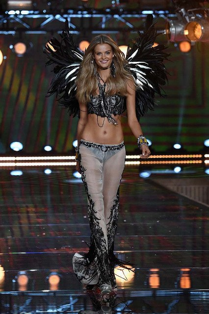 Victorias-Secret-Fashion-Show-2015-Kate-Grigorieva