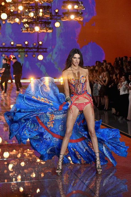 Victorias-Secret-Fashion-Show-2015-Kendall-Jenner-1