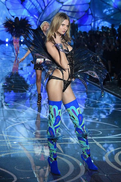 Victorias-Secret-Fashion-Show-2015-Magdalena-Frackowiak