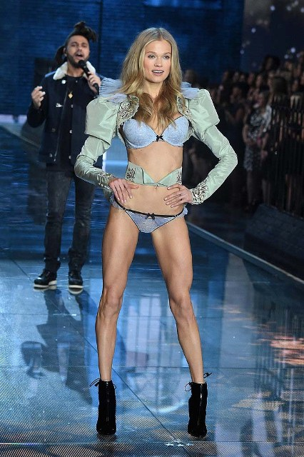 Victorias-Secret-Fashion-Show-2015-Vita-Sidorkina