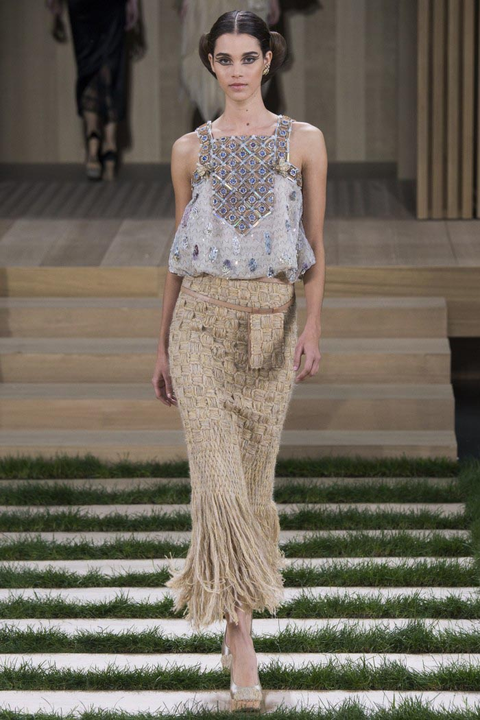 chanel-haute-couture-spring-2016-runway-1-e1453962604983