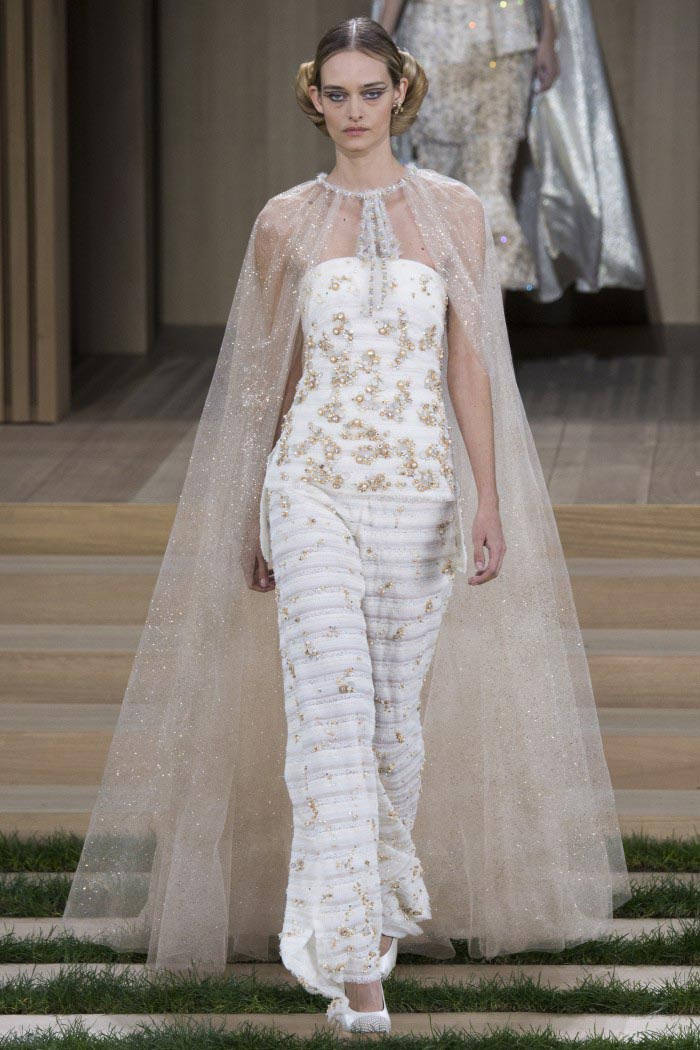 chanel-haute-couture-spring-2016-runway-5-e1453962570285
