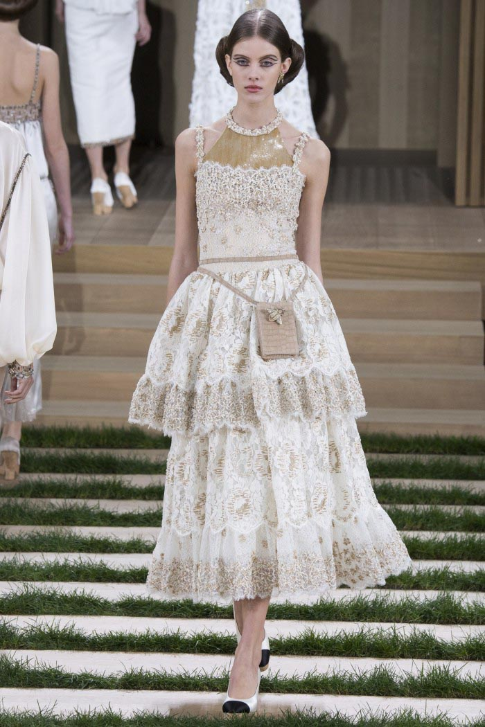 chanel-haute-couture-spring-2016-runway-7-e1453962552621