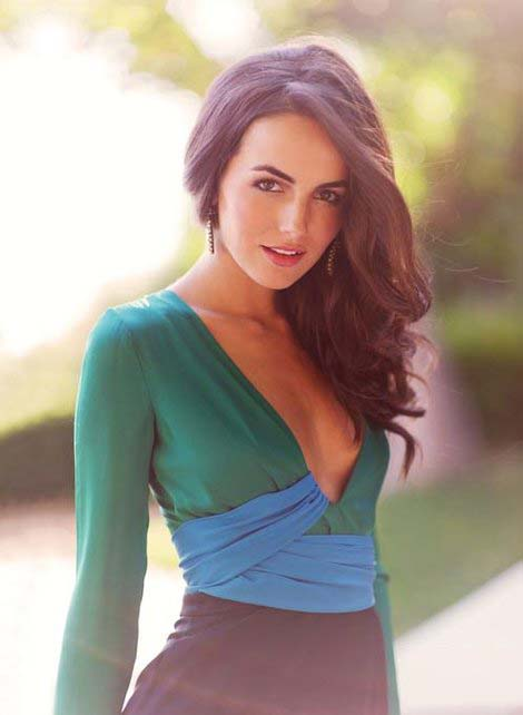 herstyle.com.vn-camilla-belle-and-gucci-spring-2011-silk-jumpsuit-gallery