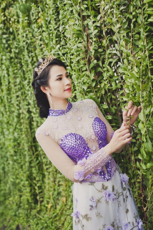 herstyle.com.vn-nguoi-dep-ly-thien-truc-sang-trong-va-quyen-ru-voi-ao-cuoi-tommy-nguyen-12