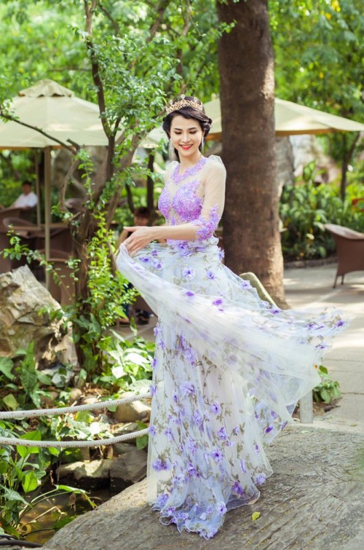 herstyle.com.vn-nguoi-dep-ly-thien-truc-sang-trong-va-quyen-ru-voi-ao-cuoi-tommy-nguyen-7