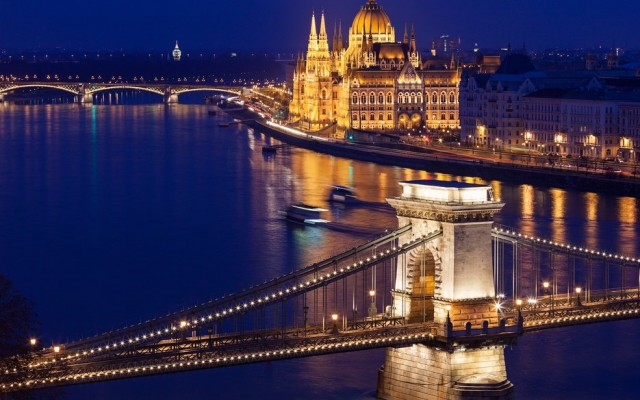 herstyle.com.vn-002_Budapest-Hungary-640x400