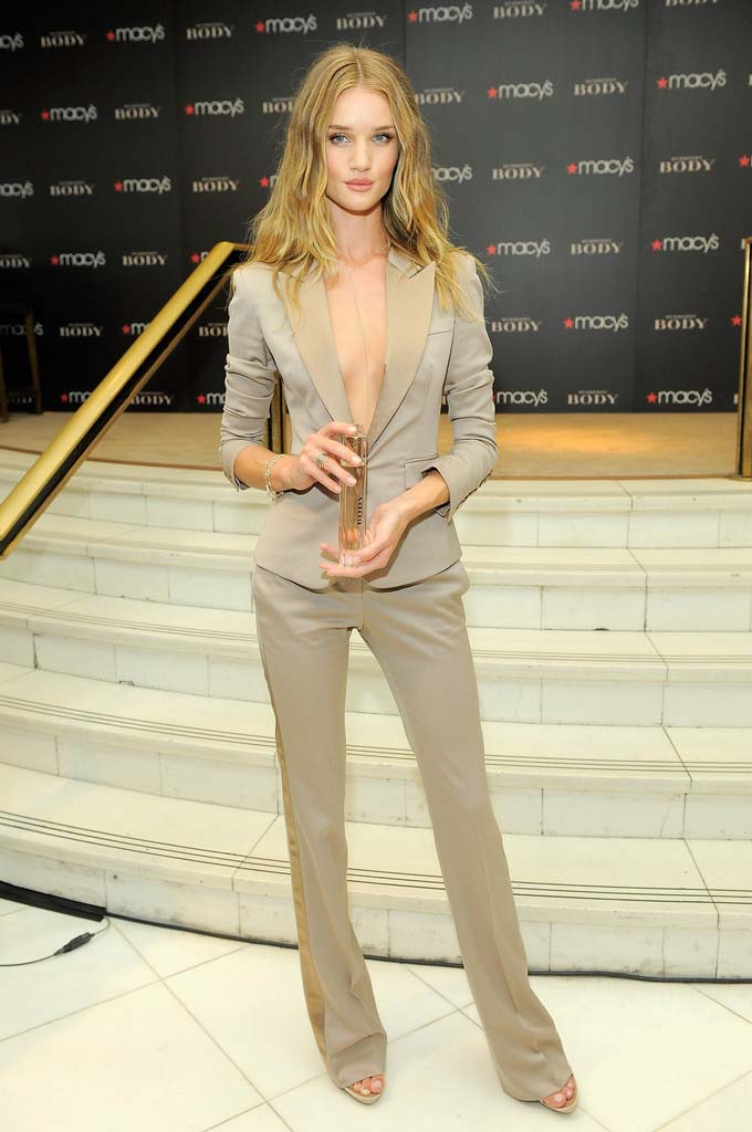 herstyle.com.vn-edi_pant-suit_Rosie-Huntington-in-Burberry1