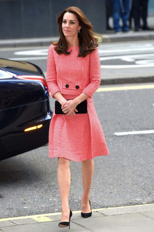 herstyle.com.vn-duchess-of-cambridge-checked-dress-