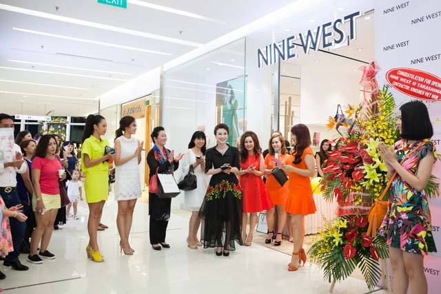 herstyle.vn-nine-west-combo-store-saigon-centre-1