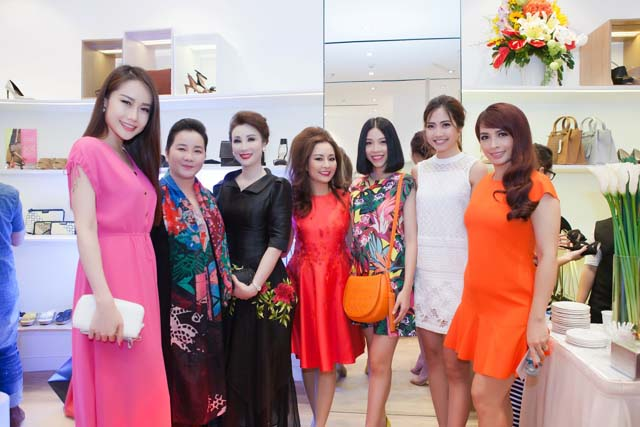 herstyle.vn-nine-west-combo-store-saigon-centre-3