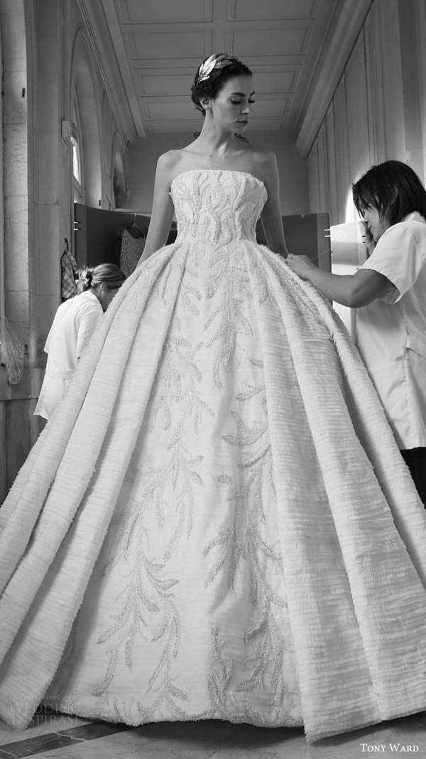 herstyle.com.vn-tony-ward-couture-fall-winter-2016-2017-back-stage-ball-gown-wedding-dress