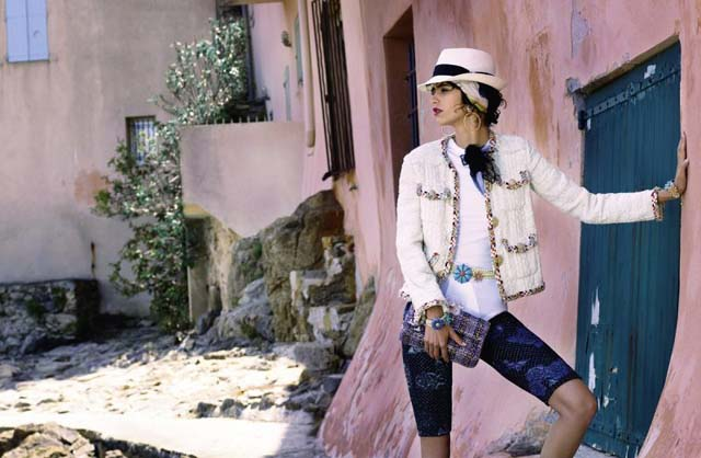 herstyle-com-vn-07_chanel-2016-17-cruise-collection-ad-campaign-by-karl-lagerfeld-800x522