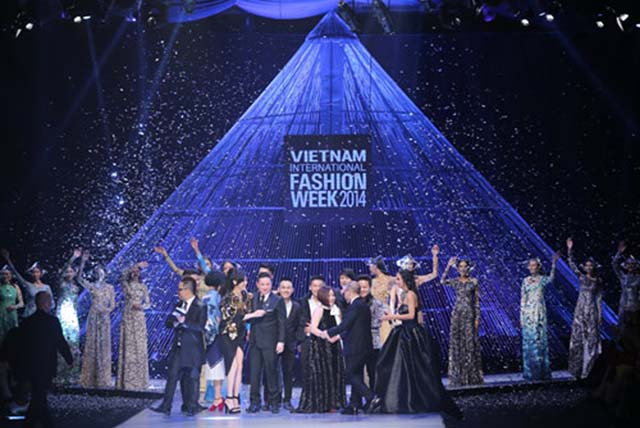 herstyle-com-vn-fashion-week-xuan-he-hinh-anh-1