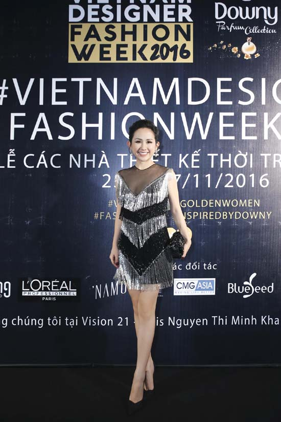 herstyle-com-vn-ngay-3-_-trang-phuc-do-long-clutch-chanel-giay-dior-2