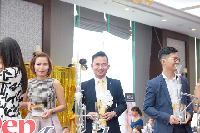 herstyle-vn-dep-awards-2016-giordani-gold-invisible-touch-loose-powder-oriflame-4