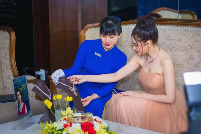 herstyle-vn-truong-quynh-anh-tuan-le-kim-cuong-da-quy-sjc-6